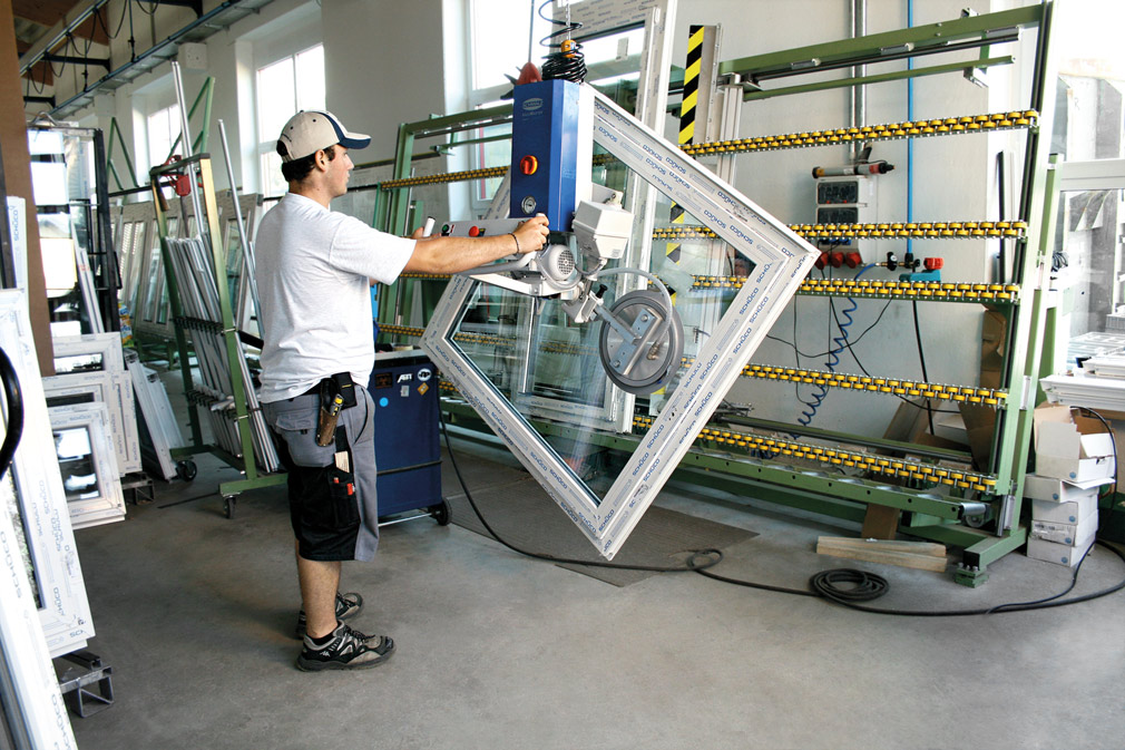 Lifting device for windows