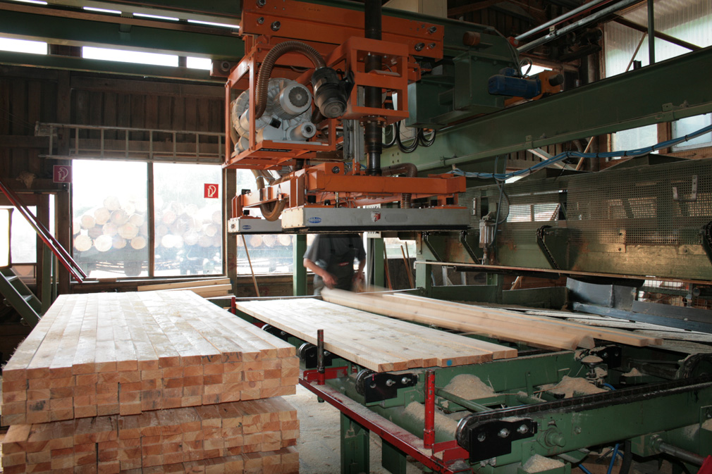 Gripping system for wooden beams